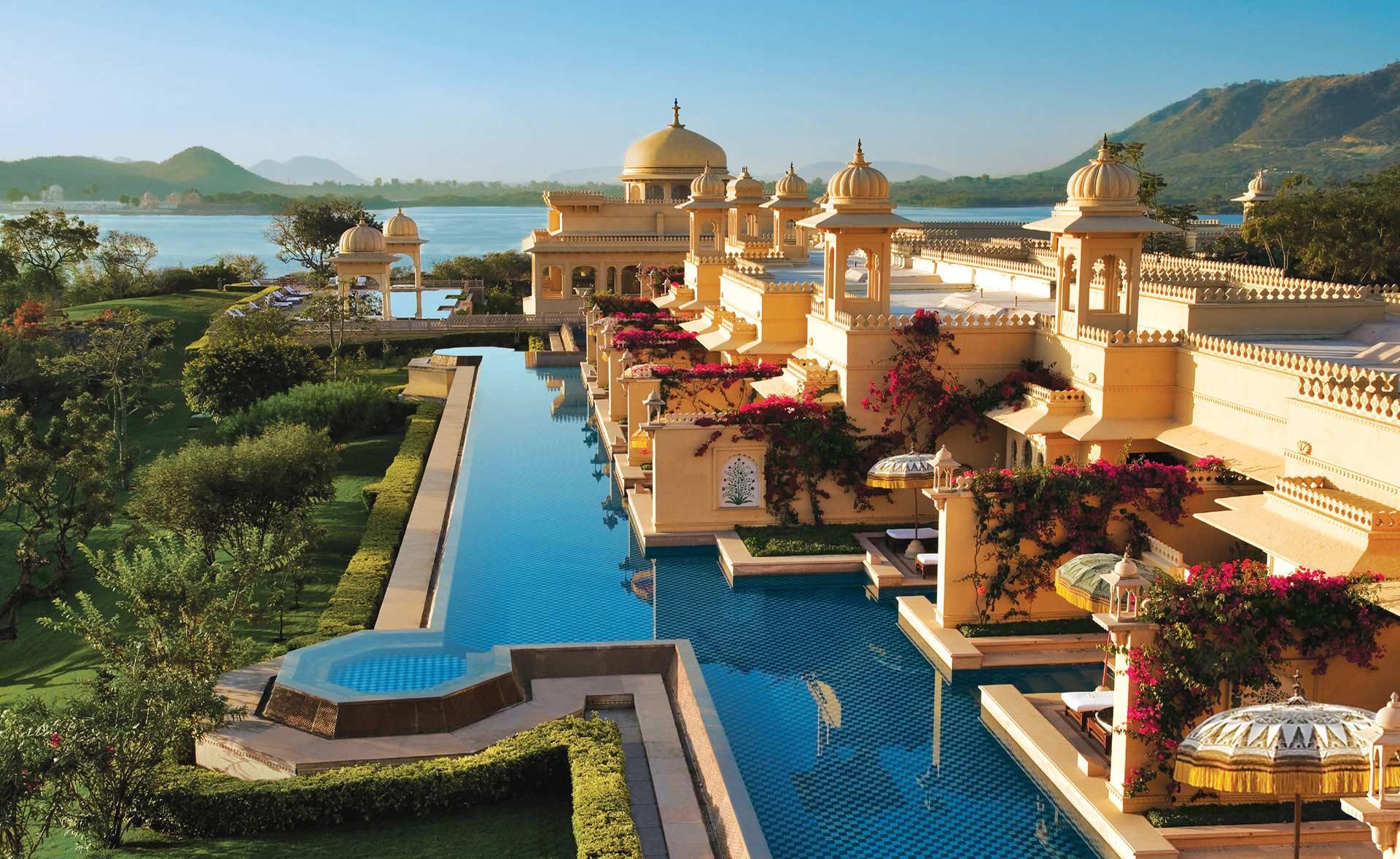 Las piscinas más impresionantes del planeta Attractive_floating_hotel_408471