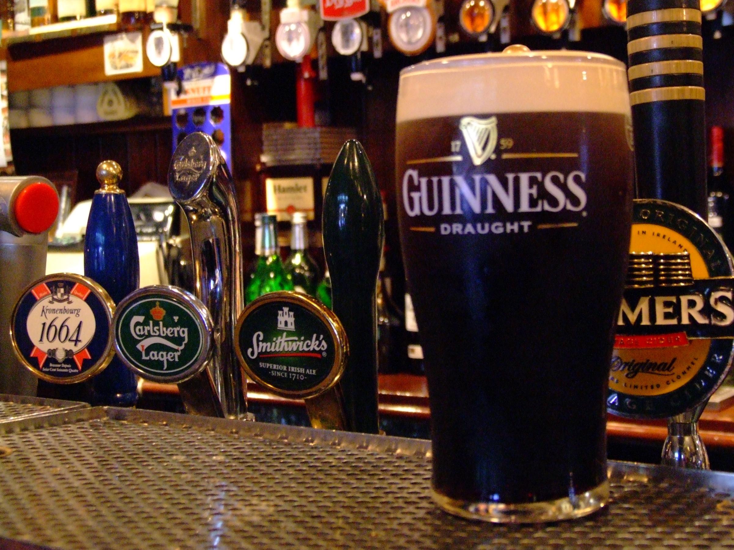 Beer drinkers destination dublin ireland guinness beer pint for Guinness beer in ireland