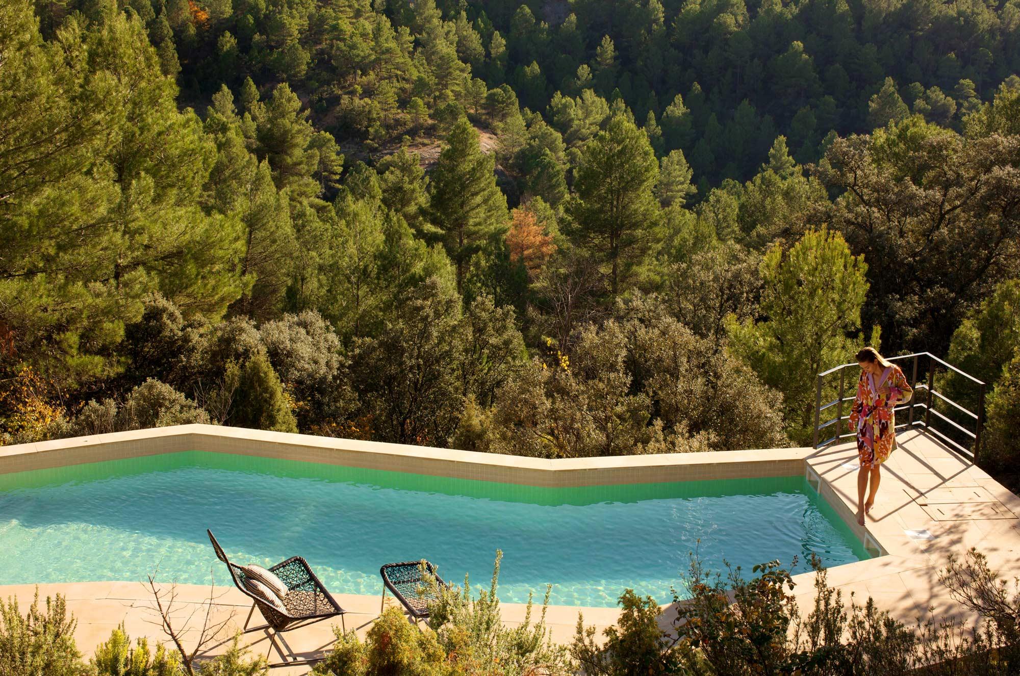 Chic small hotels hotel consolacion teruel spain pool view for Piscina teruel