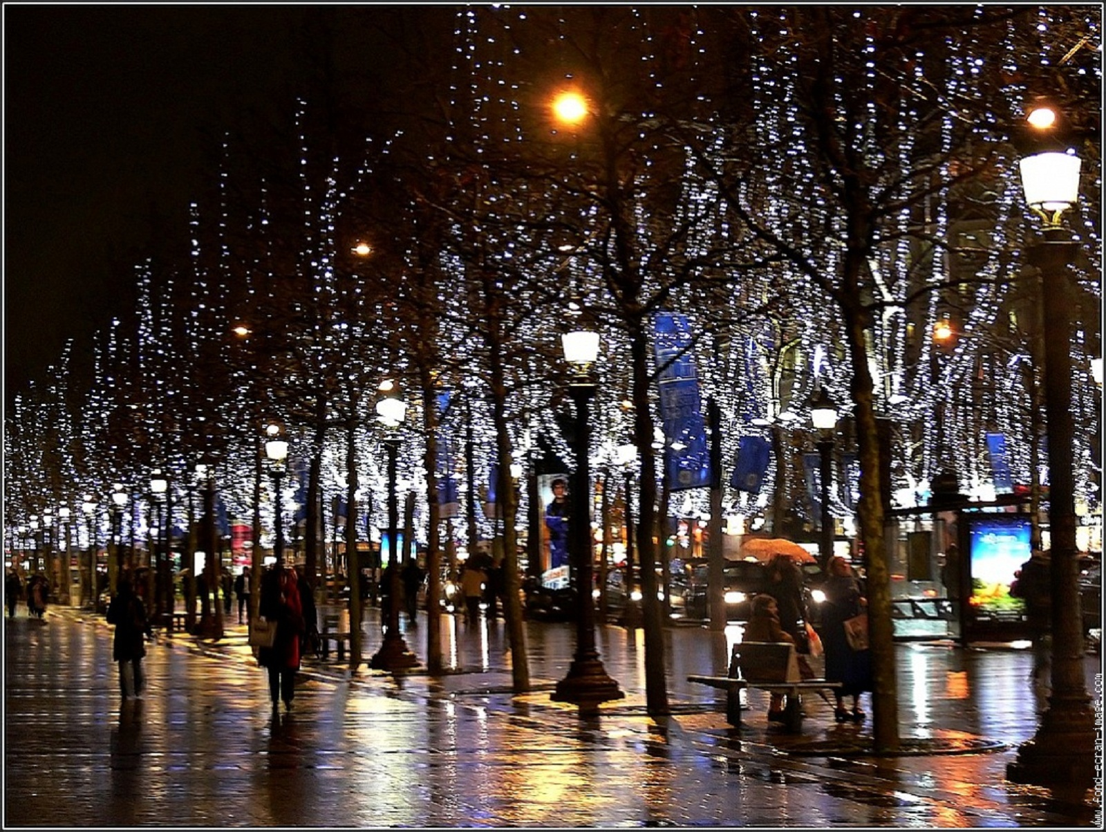 Paris france champs elysees illuminations - Illumination a paris ...