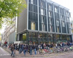 Anne Frank Museum, Amsterdam, Crowd waiting to enter
