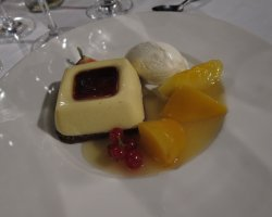 Famous Restaurants in Barcelona, Spain, Arola Restaurant sweet dish presentation