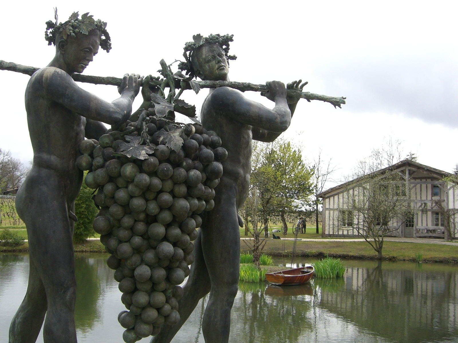 Bordeaux france great wine theme statues for Aquitaine france cuisine