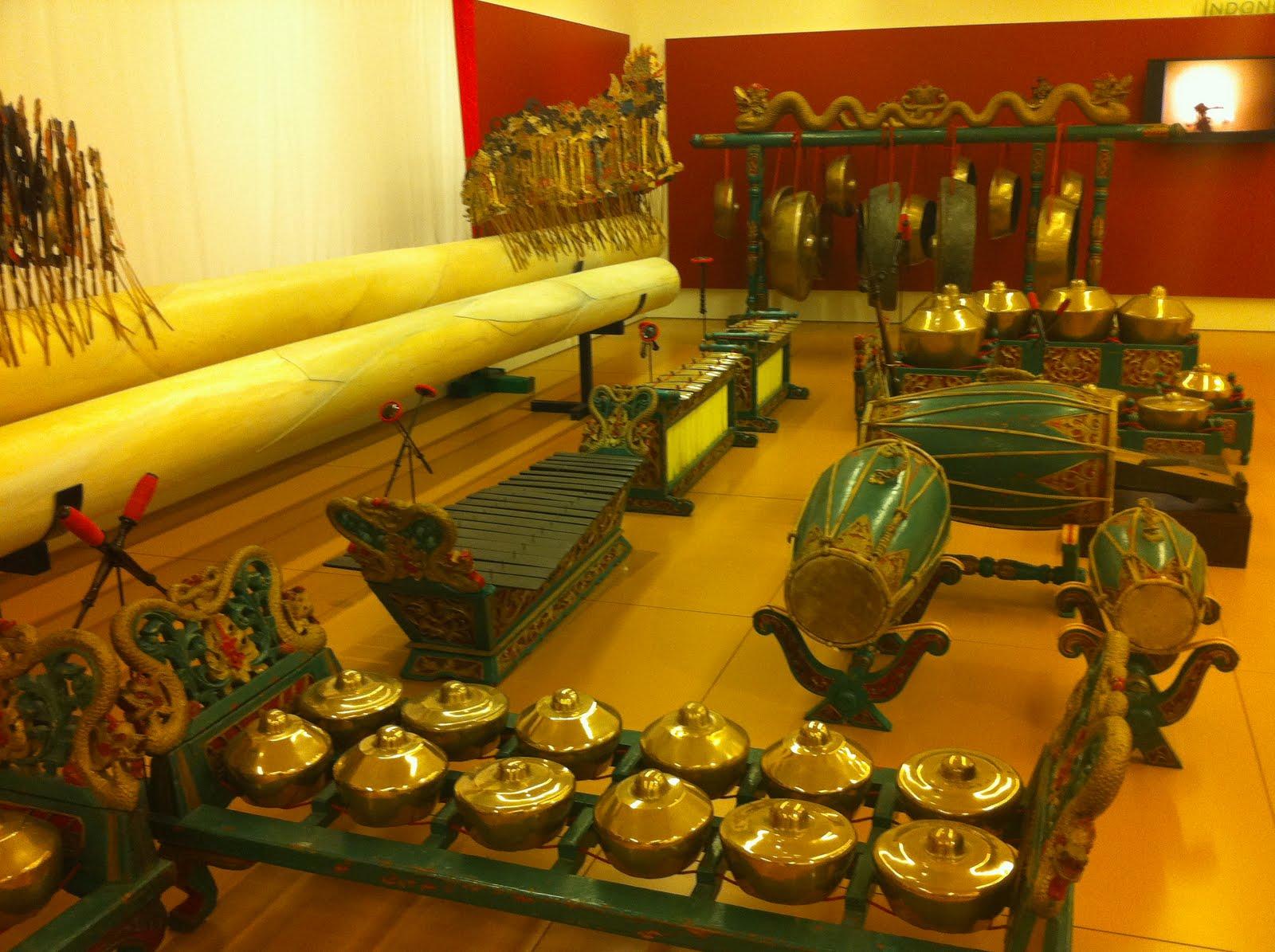 ... , Brussels, Belgium, Musical Instrument Museum, China instruments