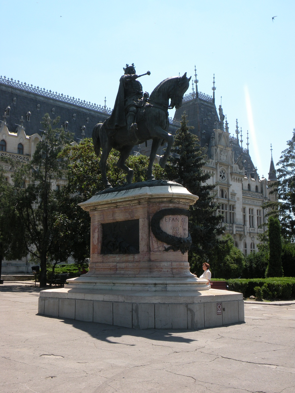 Iasi architecture, Romania, Statue of Stefan the Great left side view