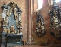 Mainz Cathedral, Germany, Interior statues