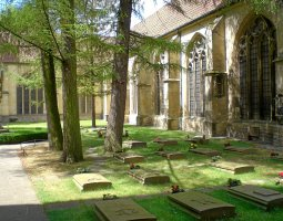 Saint Paulus Dom, Munster, Germany, Outside cemetery