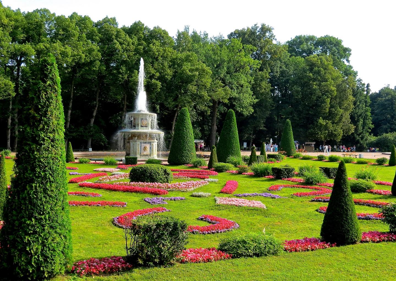 Beautiful Garden Holiday, Peterhof Palace Gardens, Russia, Water ...